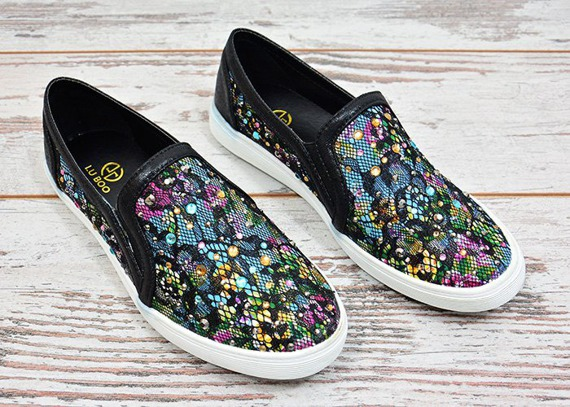 LU BOO BLACK LACE SLIP ON SNEAKER